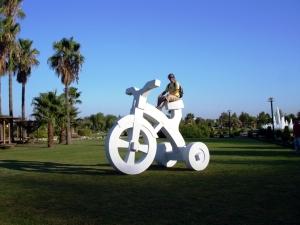 kemaltufan_obraanterior01_tricycle